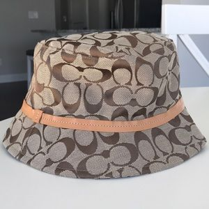 Traditional Coach Bucket Hat In Tan